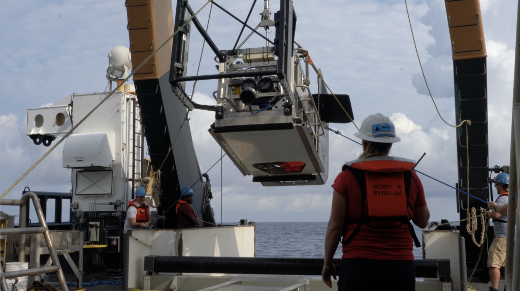 Engineer leads deployment of Deep-see on the NOAA Ship Bigelow