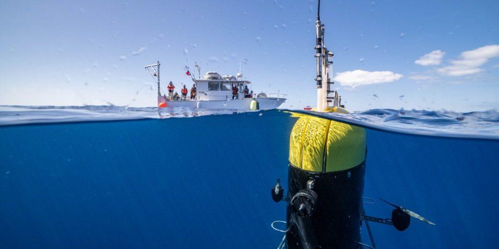 <em>Mesobot</em> floats at the surface shortly after its deployment from the R/V <em>Catapult</em>. (Photo: Evan Kovacs)